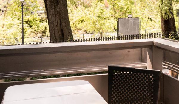 Der unverbaute Blick nach Süden eröffnet ein wunderbares Panorama auf die Kurpromenade und Merans Fluss, die Passer. Eindrücke, die Ihren Urlaub im Hotel Flora unvergesslich machen. ©Beatrice Pilotto
