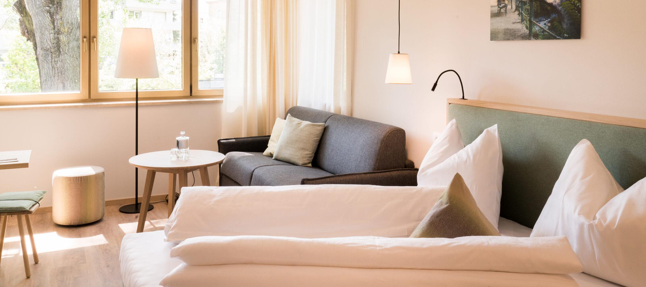 Hotel Flora, Meran, 3 Sterne Hotel, Südtirol, Superior Doppelzimmer, Familienurlaub, Nähe Bahnhof, kurze Wege zu Sehenswürdigkeiten