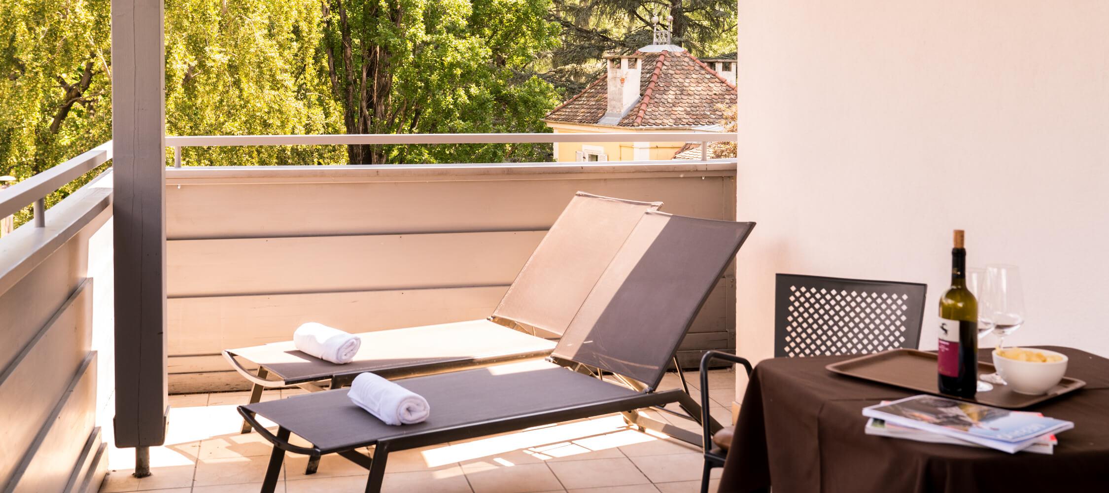 Hotel Flora, Meran, 3-Sterne Hotel, superior Doppelzimmer, private Terrasse, Balkon, Nähe Altstadt und Bahnhof