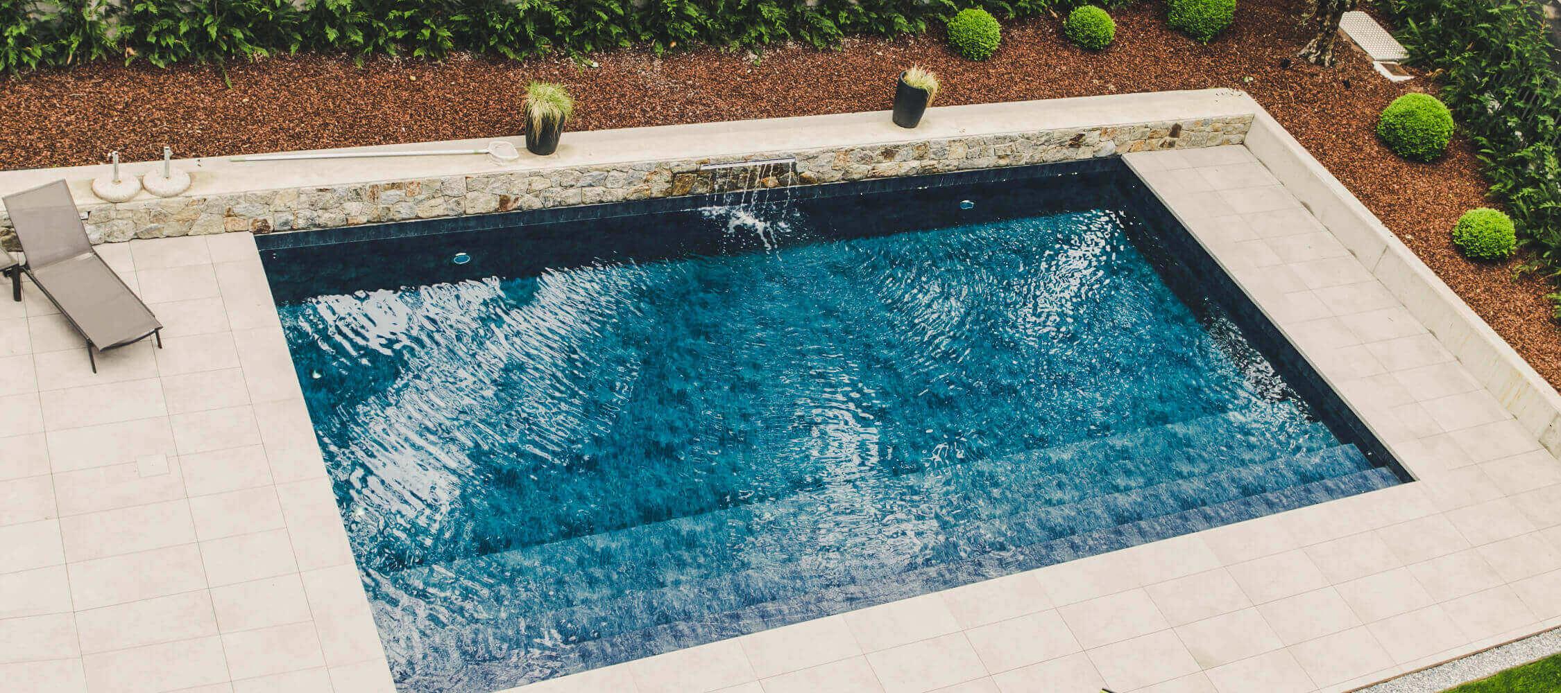 Hotel_Flora_Merano_Wellness_Garten_Freischwimmbad_Anguane_2018-6538_2250x1000