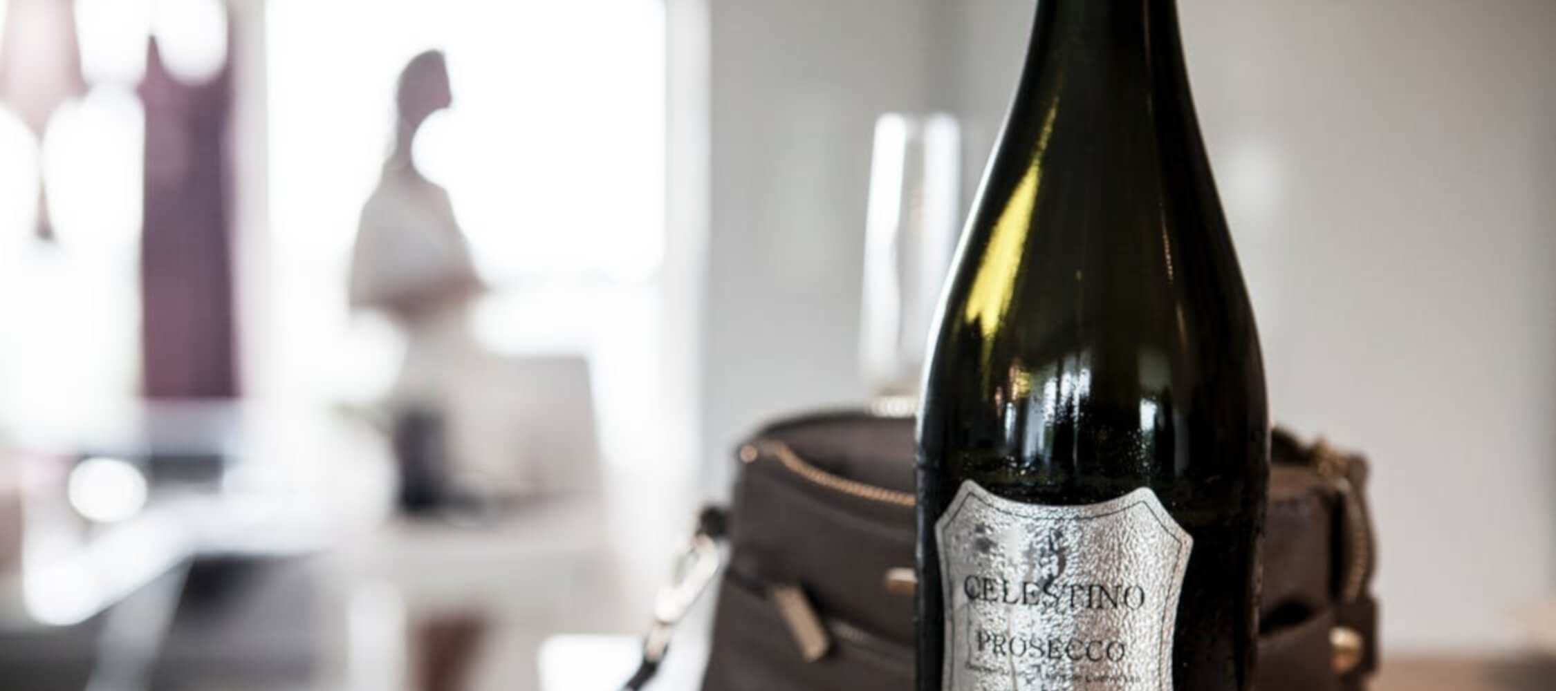 Hotel_Flora_Merano_Rooms_Amenities_Sekt_Detail_Pexels_2250x1000