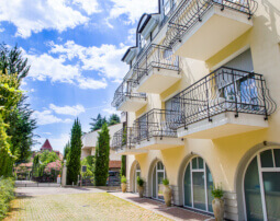 Hotel-Villa-Laurus-Merano-Aussen-Anguane-6782_255x202