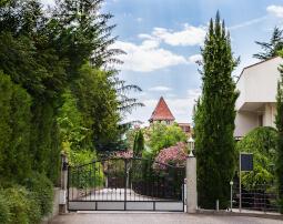 Hotel-Villa-Laurus-Merano-Aussen-Detail-Anguane-6785_255x202
