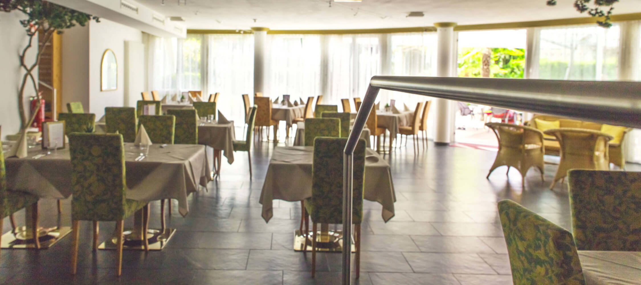 Hotel-Villa-Laurus-Merano-Bar-Anguane-6794-2250x1000