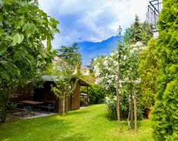 Hotel-Villa-Laurus-Merano-Garten-Detail-Anguane-6824-255x202