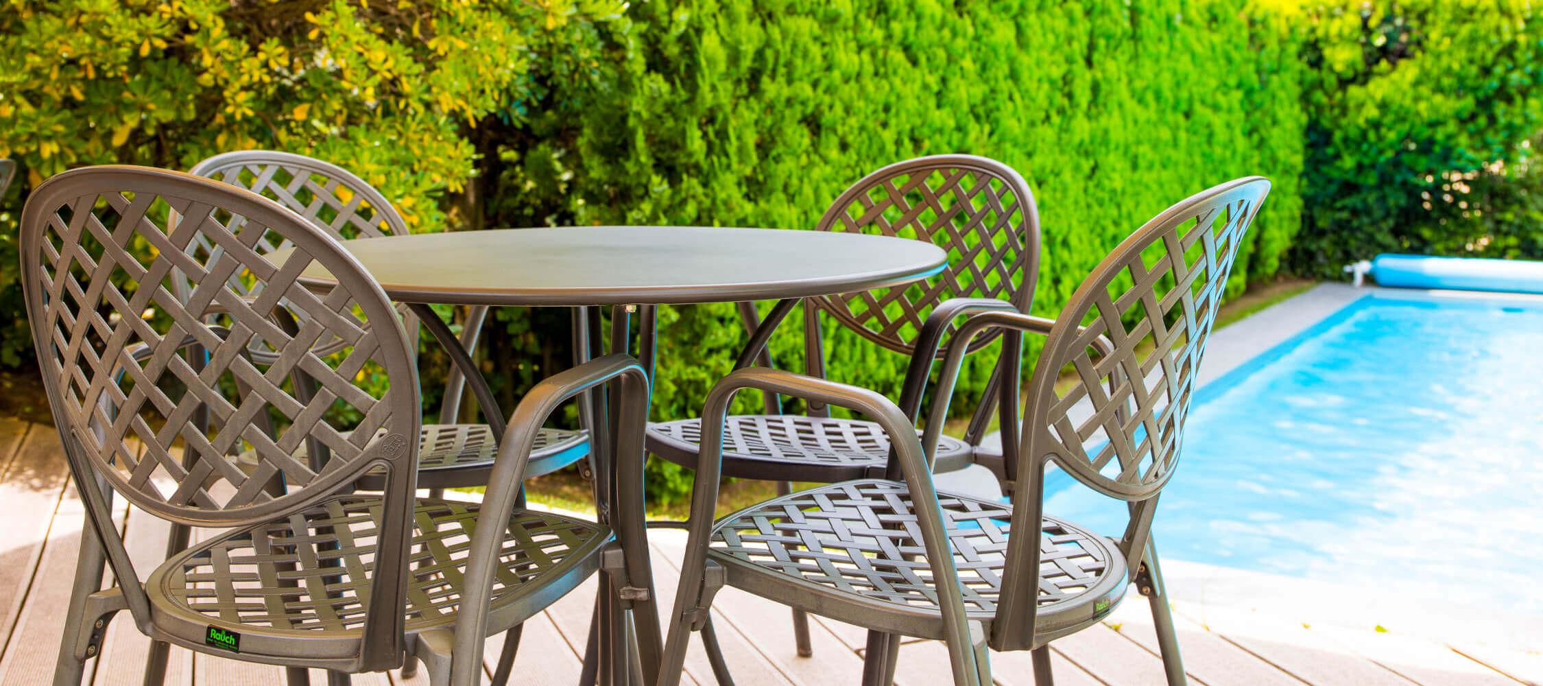 Hotel-Villa-Laurus-Merano-Garten-Terrasse-Pool-Detail-Anguane-6805-2250x1000