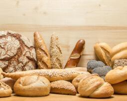 Hotel-Villa-Laurus-Merano-Restaurant-Breakfast-Buffet-Fruehstueck-Essen-Brot-78746036_L-255x202
