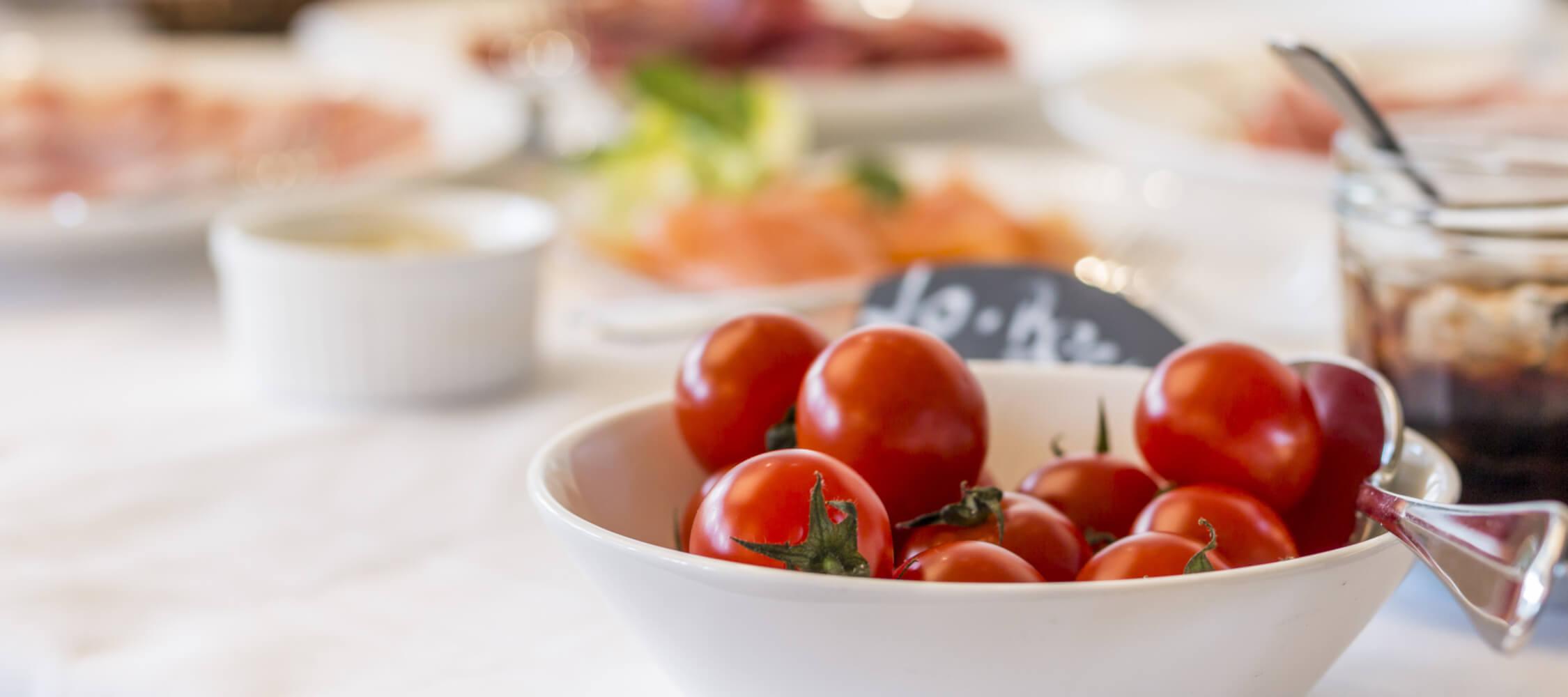 Hotel-Villa-Laurus-Merano-Restaurant-Breakfast-Buffet-Fruehstueck-Essen-Buffet-143902596_L-2250x1000