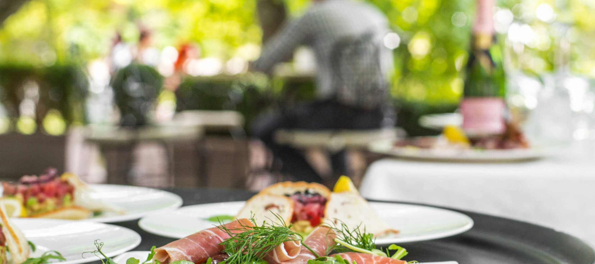 Hotel-Villa-Laurus-Merano-Restaurant-Breakfast-Buffet-Fruehstueck-Essen-Garten-Terrasse-144107112_L-2250x1000