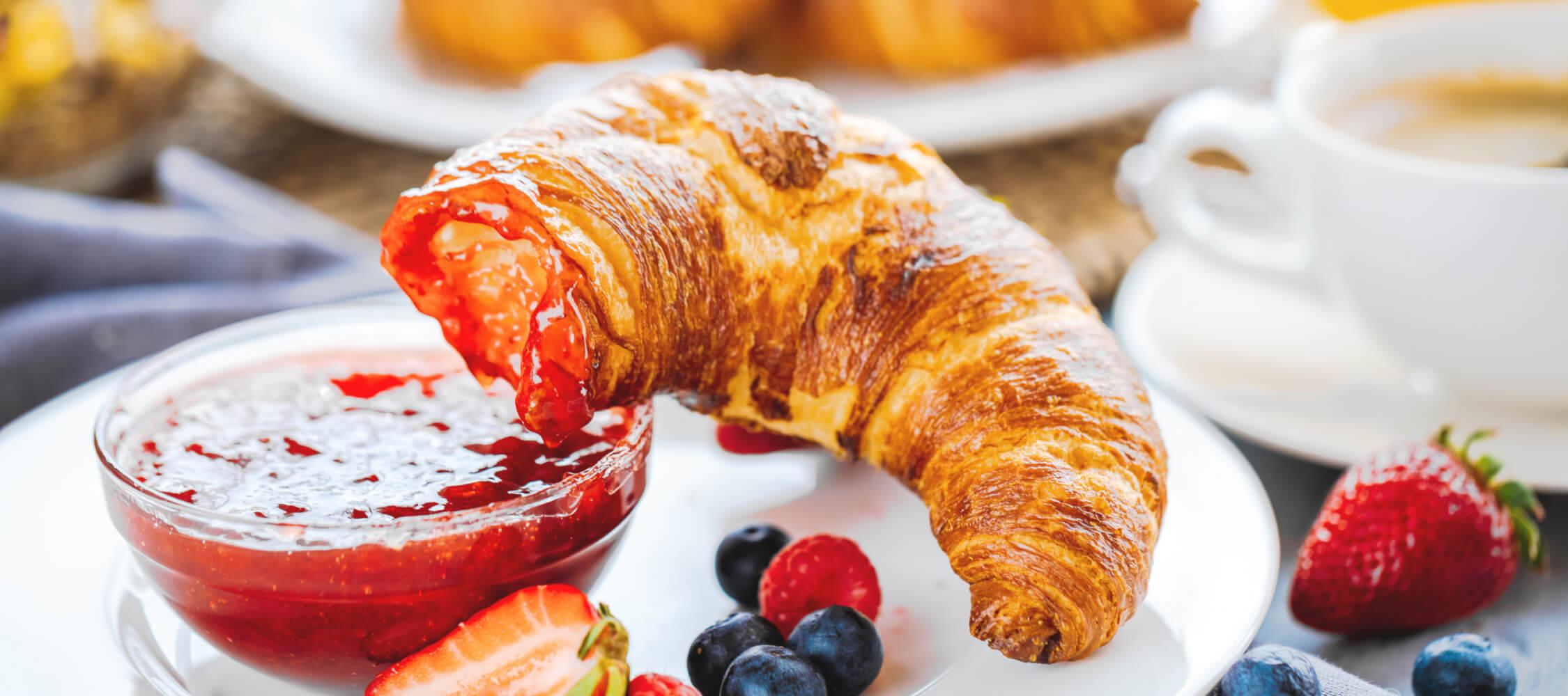 Hotel-Villa-Laurus-Merano-Restaurant-Breakfast-Buffet-Fruehstueck-Essen-Kuchen-193950425_L-2250x1000