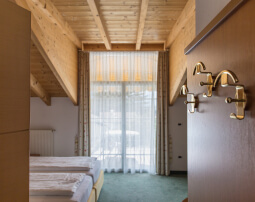 Hotel-Villa-Laurus-Merano-Rooms-Detail-Anguane-6957-255x202