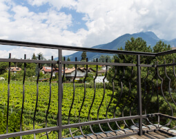 Hotel-Villa-Laurus-Merano-Rooms-Doppelzimmer-Deluxe-Vita-Balkon-Panorama-Nord-Anguane-6964-255x202