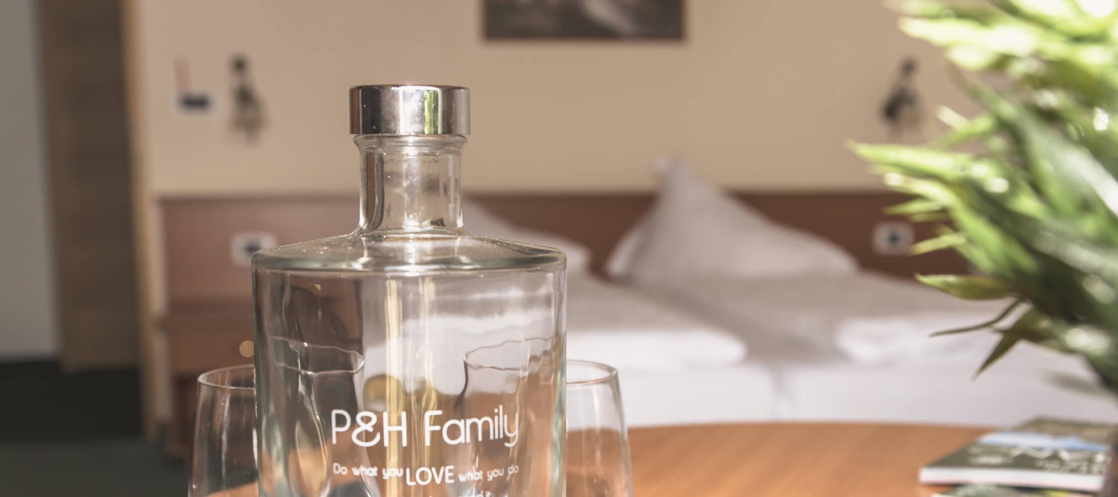 Hotel-Villa-Laurus-Merano-Rooms-Doppelzimmer-Flair-Detail-Anguane-7014-2250x1000