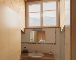 Hotel-Villa-Laurus-Merano-Rooms-Doppelzimmer-Komfort-Aria-Bad-Anguane-6924-255x202