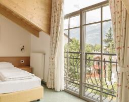 Hotel-Villa-Laurus-Merano-Rooms-Doppelzimmer-Vista-Anguane-6944-255x202