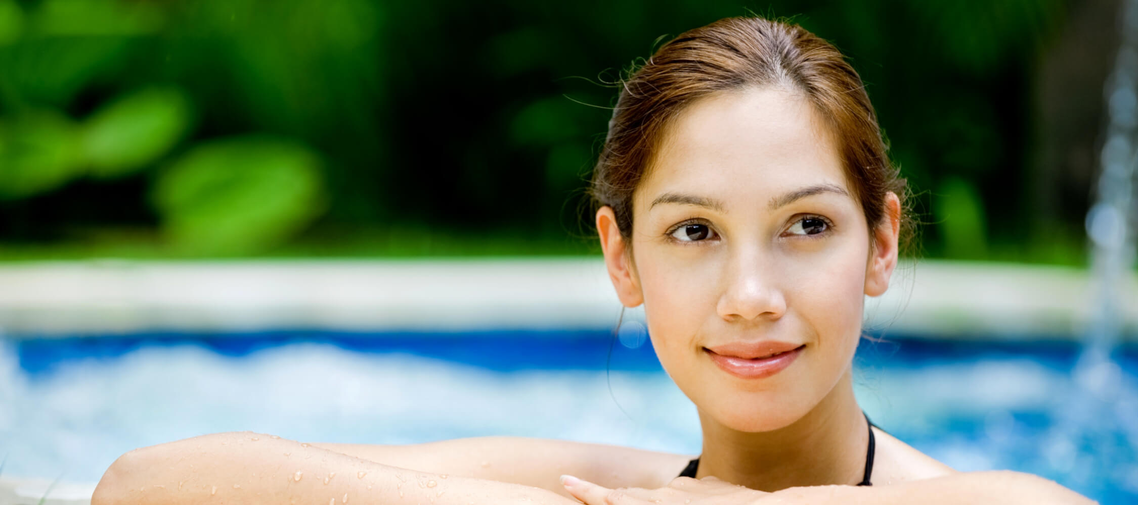 Hotel-Villa-Laurus-Merano-Wellness-Garten-Pool-Detail-23268892_L-2250x1000