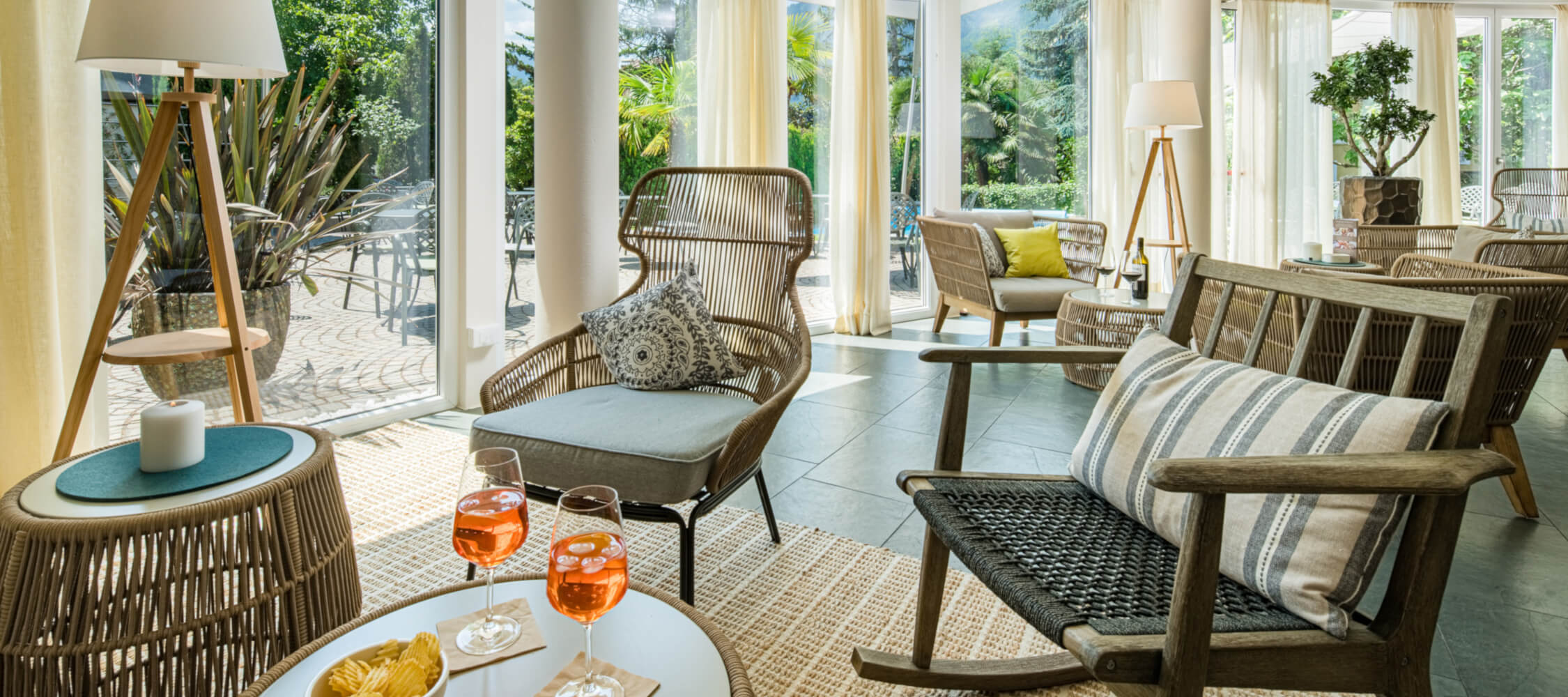 Hotel-Villa-Laurus-Merano-Bar-Lounge-A-FlorianBusch-13-2250x1000
