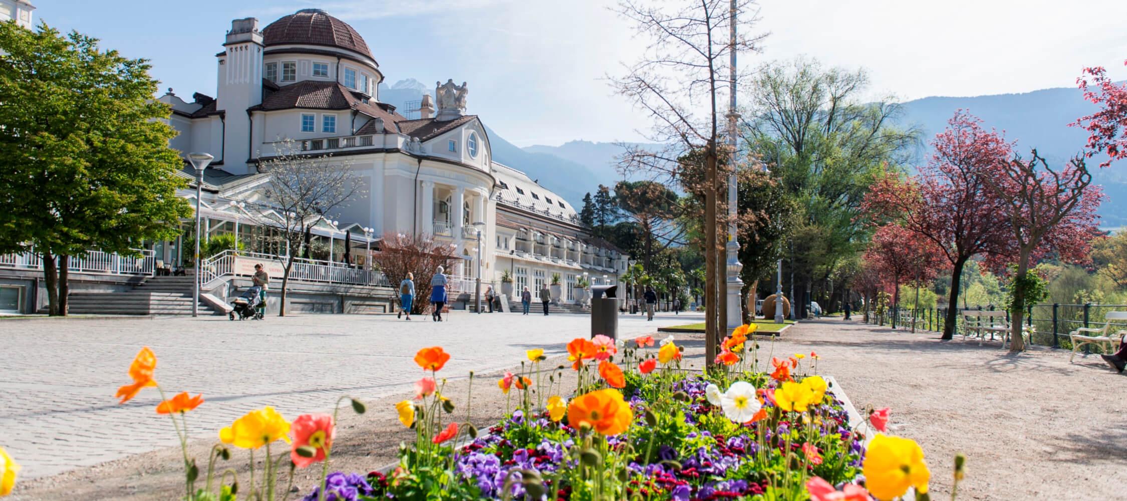 Italien-Trentino_Suedtirol_Alto_Adige_Merano_Meran_Natur_Promenade_Kurhaus_Spring_Kurverwaltung_Meran_AlexFilz_2250x1000